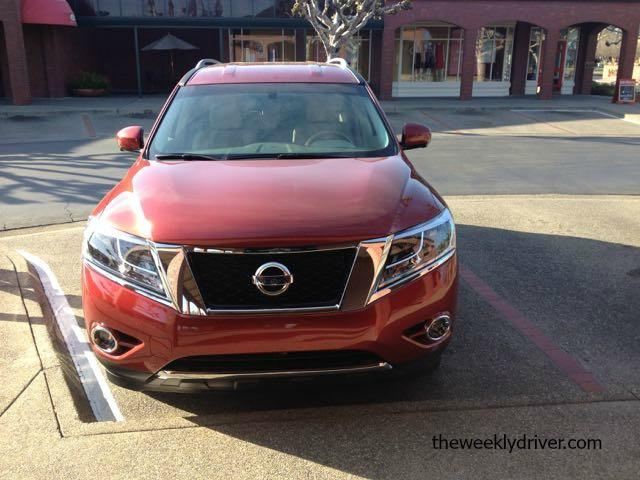 The 2015 Nissan Pathfinder has a V6 with 260 horsepower.