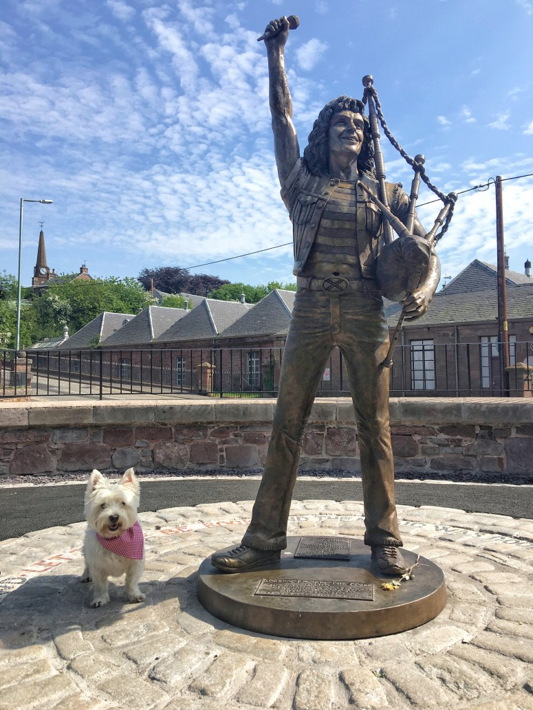 Bon Scott statue, Kirriemuir