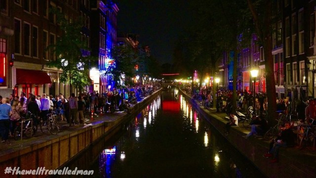 thewelltravelledman travel blog Amsterdam red light district canal at night