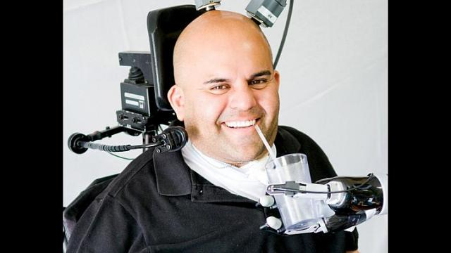 Paralyzed Man moves robot arm with thoughts