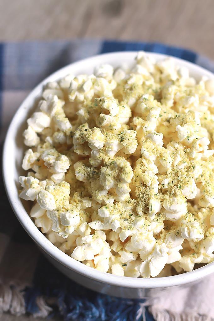 Popcorn-with-Herbed-Vegan-Parmesan-Sprinkle