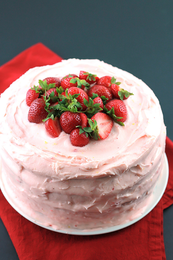 Black-&-White-Strawberry-Lemon-Cake-T