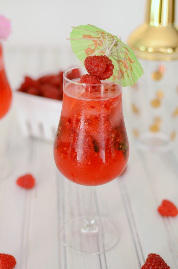 It's that time again, another Pretty Pintastic Party #150 and a refreshing drink recipe from Simply Darrling.