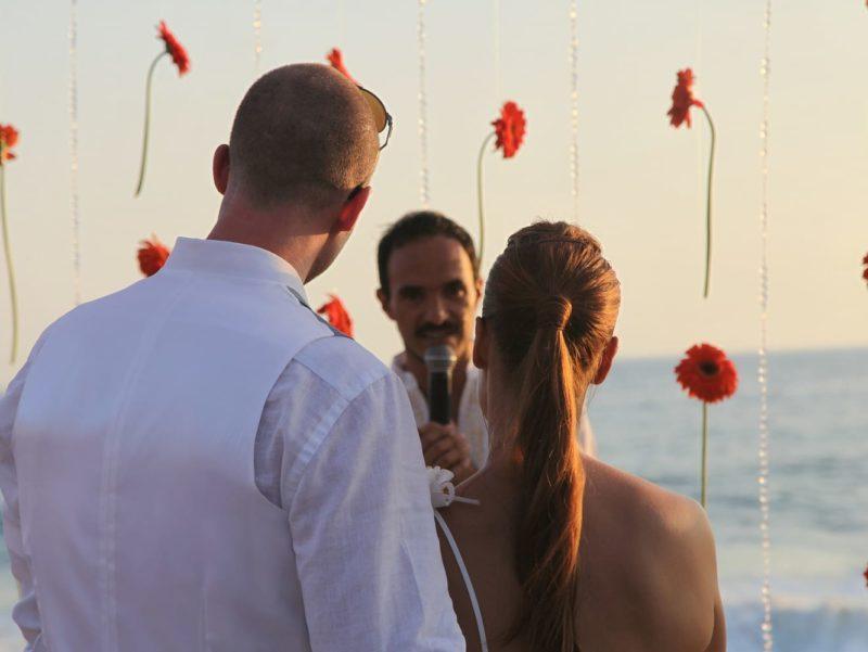 Getting married in Pie de la Cuesta, Mexico