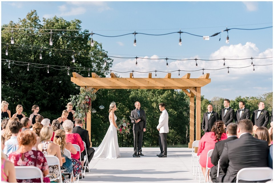 The Wilds wedding and event venue offers indoor and outdoor ceremony and reception options. A modern, elegant farmhouse wedding venue for the modern bride and groom.