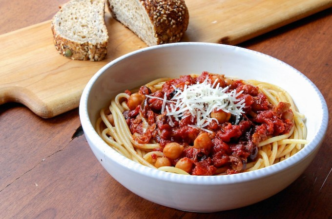 Spaghetti with Chickpeas and Spicy Tomato Sauce