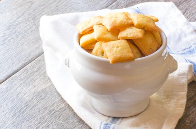 Cheddar Einkorn Crackers with Garlic | #BreadBakers