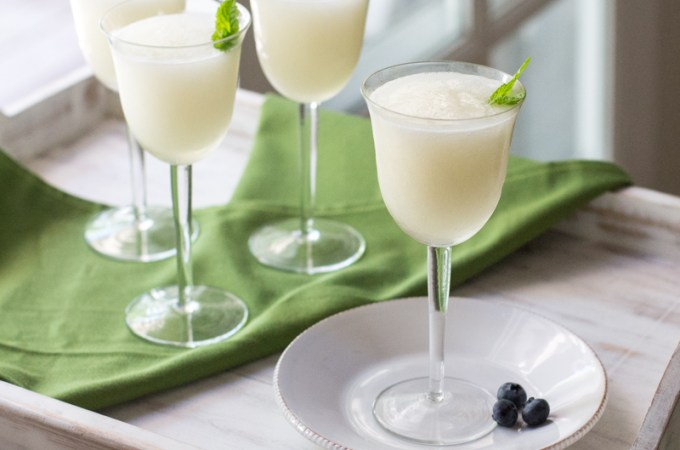 Sgroppino: Italian dessert drink made with lemon sorbet, vodka and Prosecco, perfect for a dinner party or over the holidays. #italiandessert #italiandrink #dessertdrink #proseccococktail #sgroppino