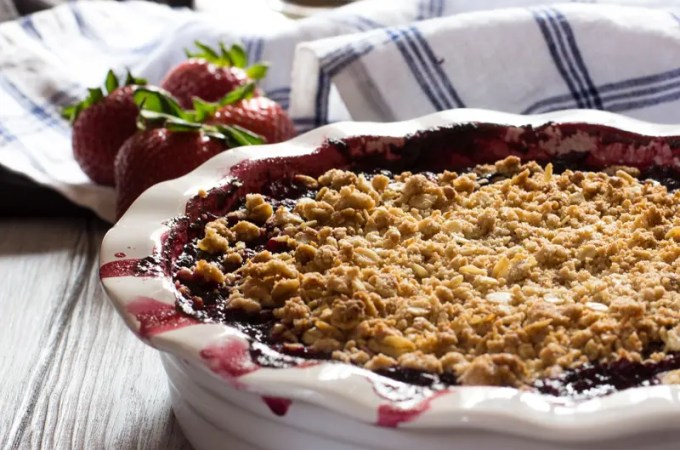 Strawberry Blueberry Hibiscus Crumble | #ProgressiveEats