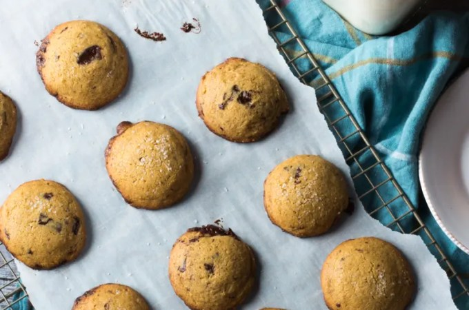 {Gluten-Free} Chocolate Chip Cookies with Chickpea Flour: #SundaySupper