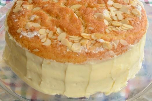 German Bee Sting Cake (Bienenstich)