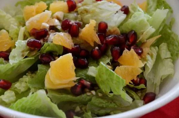 Green Salad with Pomegranate and Mandarin
