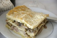 Plate with a square of creamy beef, mushroom lasagne.
