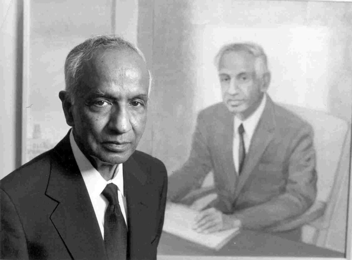 Hasil gambar untuk Subrahmanyan Chandrasekhar nobel