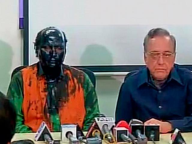 A TV screen grab of Sudheendra Kulkarni and Kasuri holding a press conference