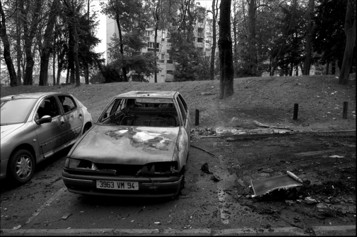 A torched car in a Paris suburb, November 2005. Credit: Alain Bachellier/Flickr CC BY-SA 2.0