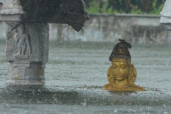 Mamallapuram Perumal temple submerged in water. Source: @vasudevan_k