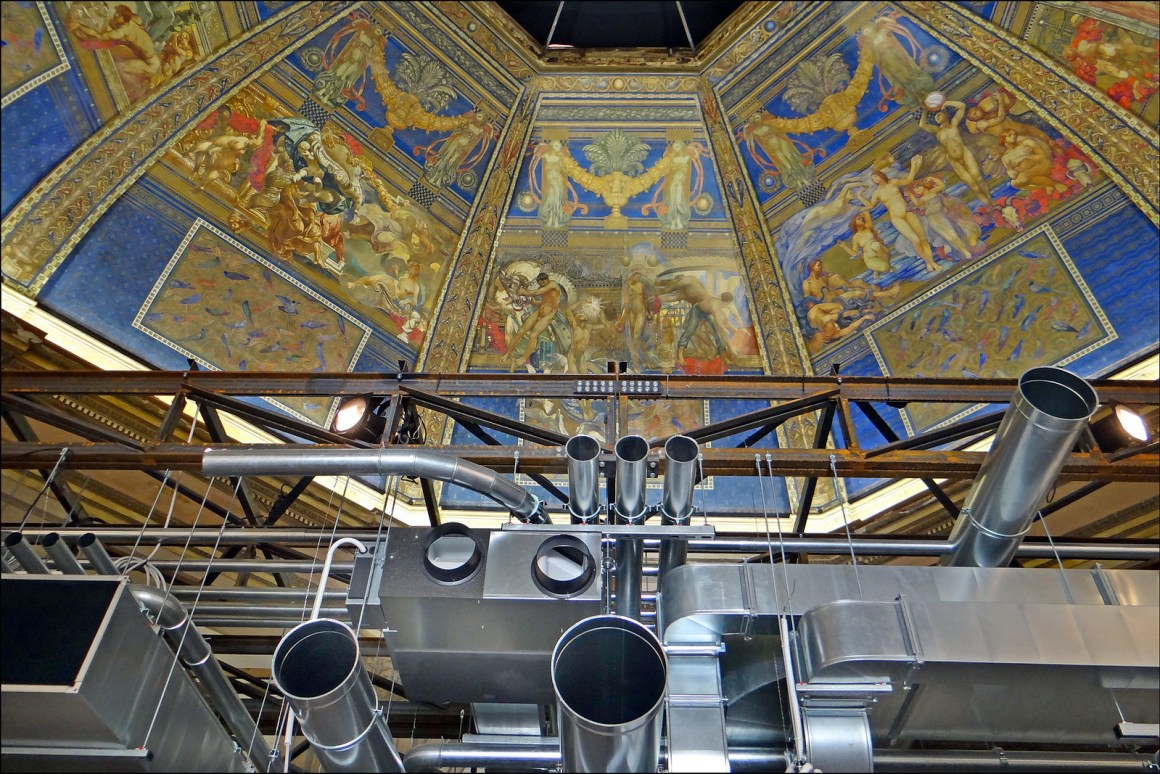 The entrance dome (detail) of the central pavilion of the Giardini in Venice, decorated in 1909 by Chini (1873-1956) for the 8th Biennial Art Nouveau, illustrating the evolution of art. The 'architectural elements' for false ceilings are in the foreground. Credit: dalbera/Flickr, CC BY 2.0