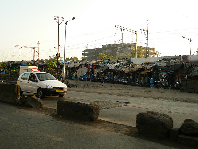Slums on Mumbai Port Trust land near Dockyard station. Credit: Urbz (on flickr)