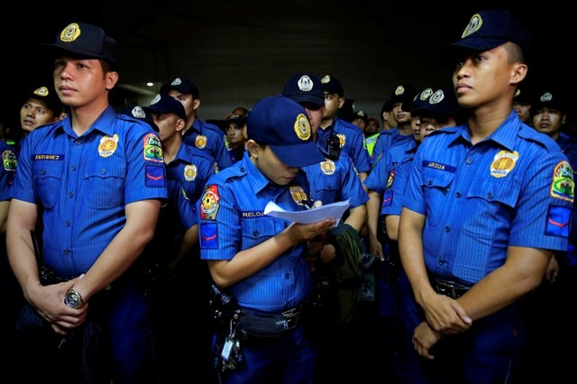 "Members of the Philippine National Police stand at attention before operation ""Rid the Streets Of Drinkers and Youth"" in Las Pinas city, metro Manila, Philippines June 1, 2016. Credit: Reuters/Romeo Ranoco"