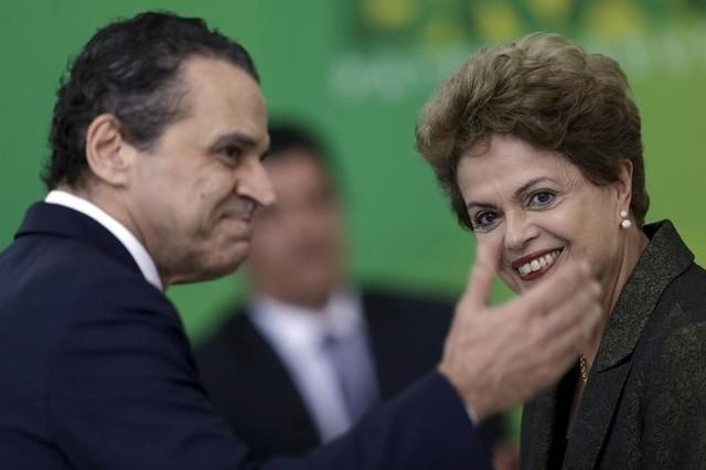 Henrique Eduardo Alves (L) and Dilma Rousseff in Brasilia April 16, 2015. Credit: Reuters/Ueslei Marcelino