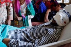 A man injured by a pellet gun lies in a Kashmir hospital. Credit: Reuters