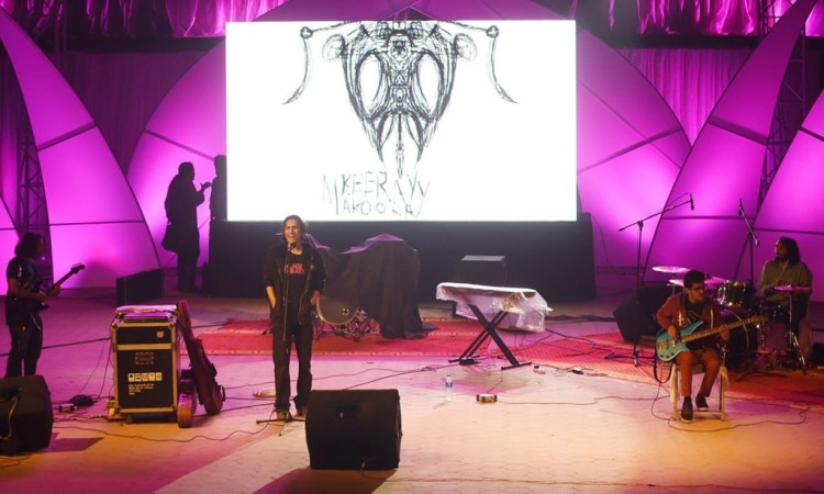 Keeray Makoray perform at Alhamra Arts Council in Lahore. Credit: Arif Ali, White Star/Herald