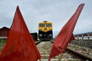 Red flags put up at railway tracks to stop trains during a nationwide strike against the central government called by trade unions in Dharmanagar, Tripura, on September 2. Credit: PTI (labour)