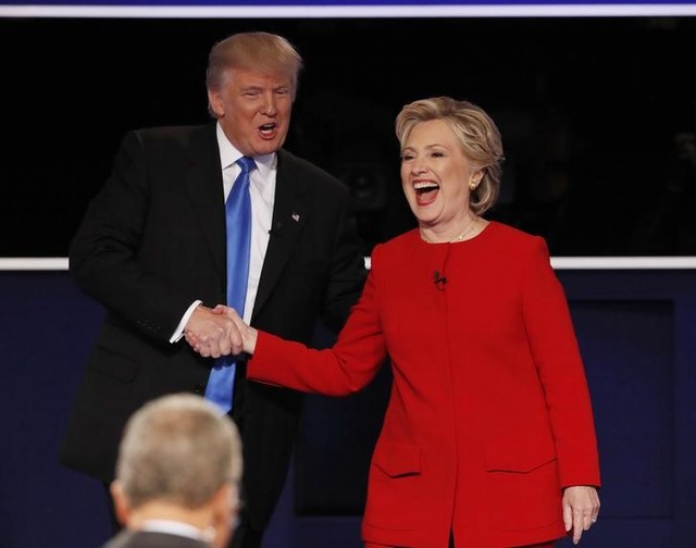 Republican US presidential nominee Donald Trump shakes hands with Democratic US presidential nominee Hillary Clinton at the conclusion of their first presidential debate at Hofstra University in Hempstead, New York, US, September 26, 2016. Credit: Reuters/Mike Segar