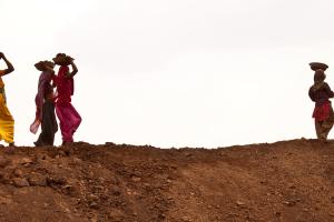 Women working at an MNREGA site. Credit: UN Women/Gaganjit Singh/Flickr CC BY-NC-ND 2.0