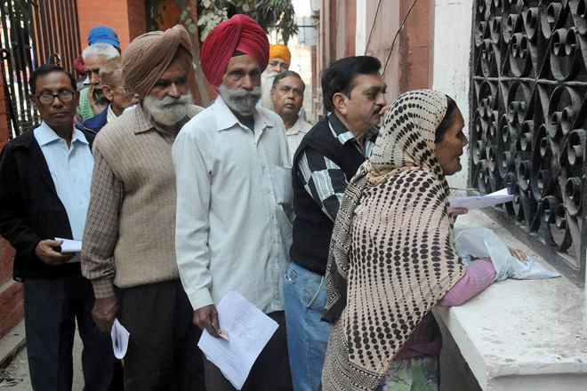 People queuing to withdraw money. Credit: PTI