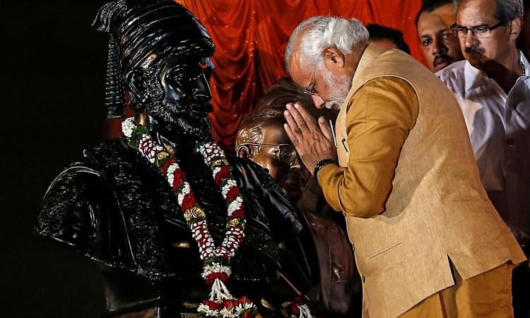 Narendra Modi salutes a statue of Chhatrapati Shivaji. Credit: Reuters/Danish Siddiqui