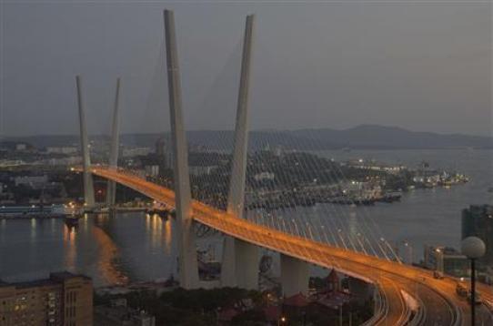 A general view of the bridge across the Golden Horn bay in Russia's far-eastern port of Vladivostok. Credit: Reuters/Yuri Maltsev