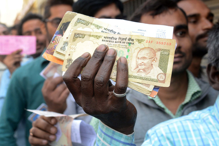 People holding demonetised currency. Credit: Reuters