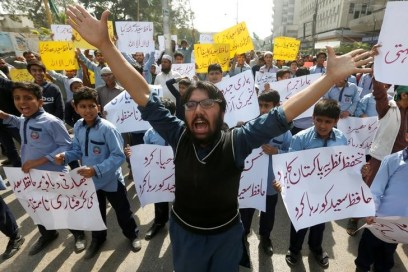 Student supporters of Jamaat-ud-Dawa carry signs and chant slogans to condemn the house arrest of Hafiz Saeed during a protest demonstration in Karachi, Pakistan. Credit: Reuters