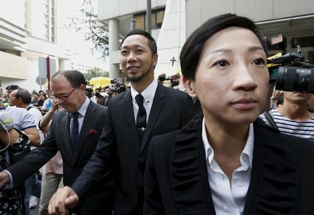 Protester Ken Tsang Kin-chiu (C), accompanied by lawyers, leaves a court in Hong Kong, China October 19, 2015. Credit: Reuters/Bobby Yip