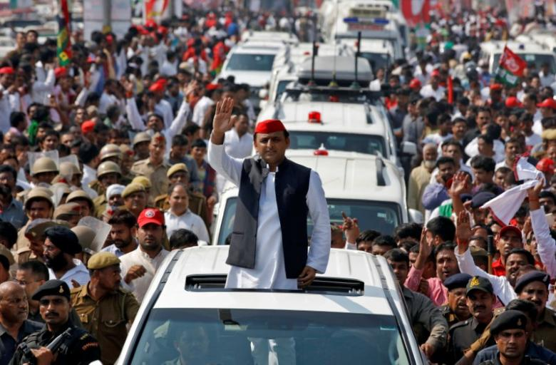 Akhilesh Yadav, Chief Minister of the northern state of Uttar Pradesh and the son of Samajwadi Party (SP) chief Mulayam Singh Yadav, waves at his supporters during a Rath Yatra, or a chariot journey, as part of an election campaign in Lucknow, India November 3, 2016. REUTERS/Pawan Kumar/Files