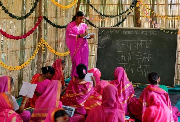 Sheetal Prakash More (R), a 30-year-old teacher, teaches at Aajibaichi Shaala (Grandmothers' School) in Fangane village, India, February 15, 2017. Credit: Danish Siddiqui/Reuters