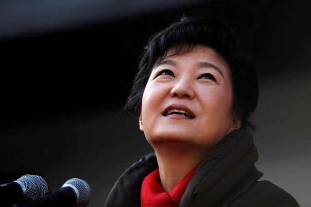 South Korea's presidential candidate Park Geun-hye of the ruling Saenuri Party attends her election campaign rally in Suwon, about 46 km (29 miles) south of Seoul December 17, 2012. Credit: Reuters