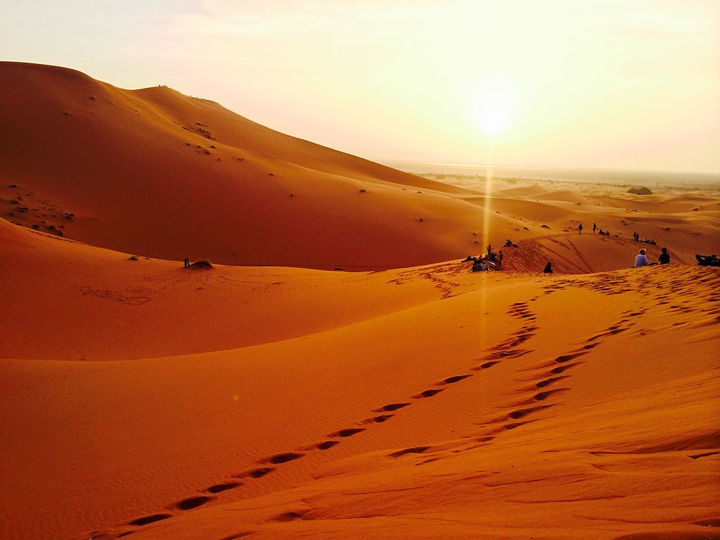 The sun sets over the Sahara. Credit: Wikimedia Commons