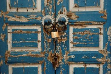 The locked door of a neighbourhood mosque is seen in Kashgar, Xinjiang Uighur autonomous region, China, March 23, 2017. Credit: Reuters