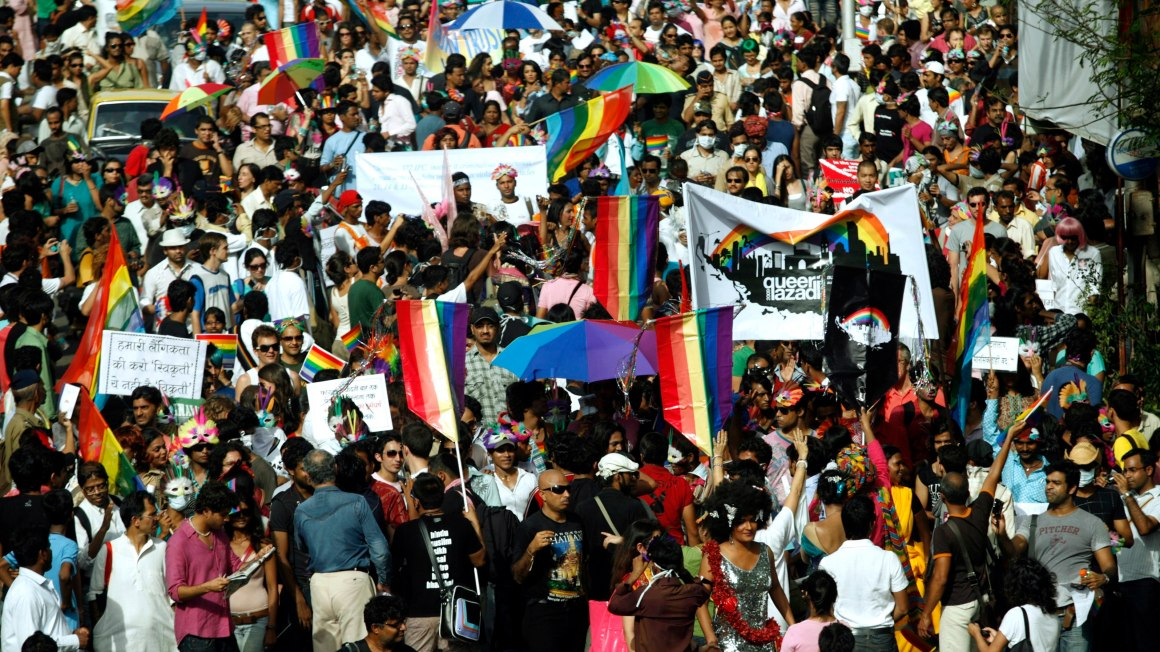 Participants march for Queer Azadi in Mumbai, August 16, 2009. Credit: Reuters