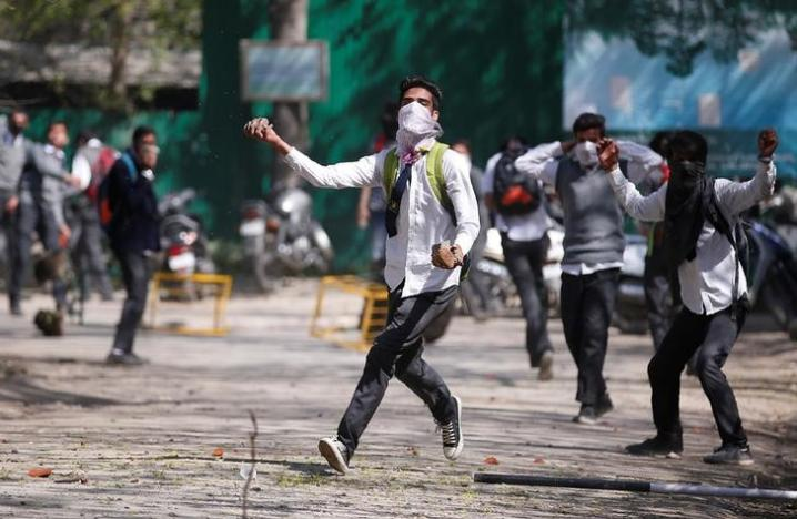 A Kashmiri student throws a piece of stone during a protest in Srinagar April 17, 2017. Credit: Reuters/Danish Ismail