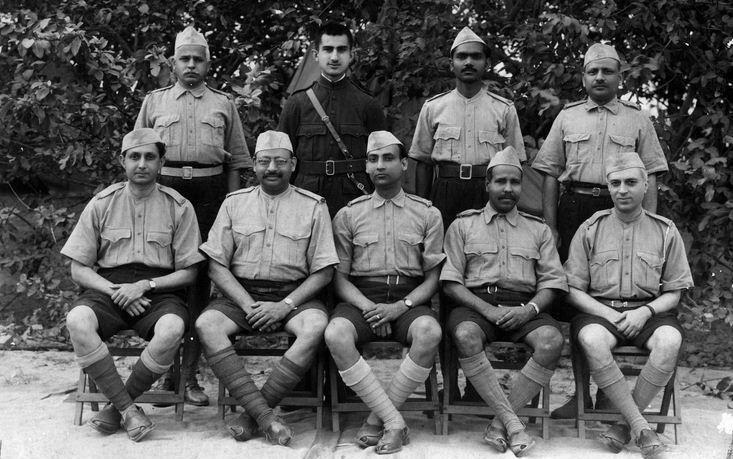 Jawaharlal Nehru with Seva Dal volunteers in Allahabad. Credit: Wikimedia Commons