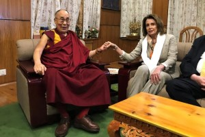 US House Minority Leader Nancy Pelosi meets Tibetan spiritual leader the Dalai Lama at his headquarters in Dharamsala, India May 9, 2017. Credit: Reuters/Douglas Busvine