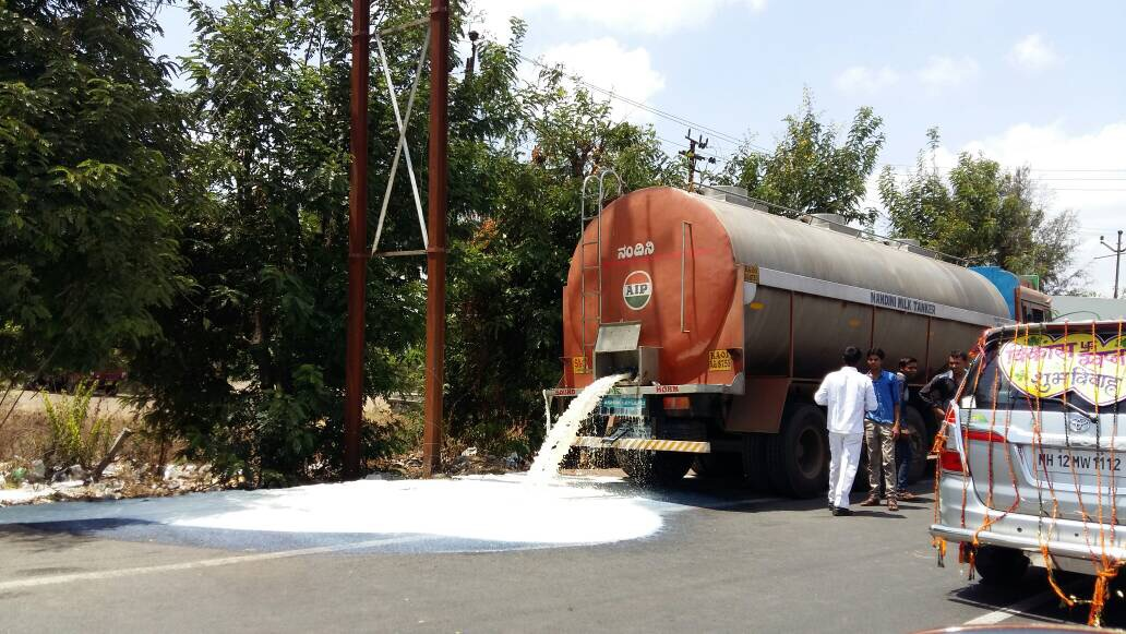 Milk containers opened onto the road. Credit: Varsha Torgalkar