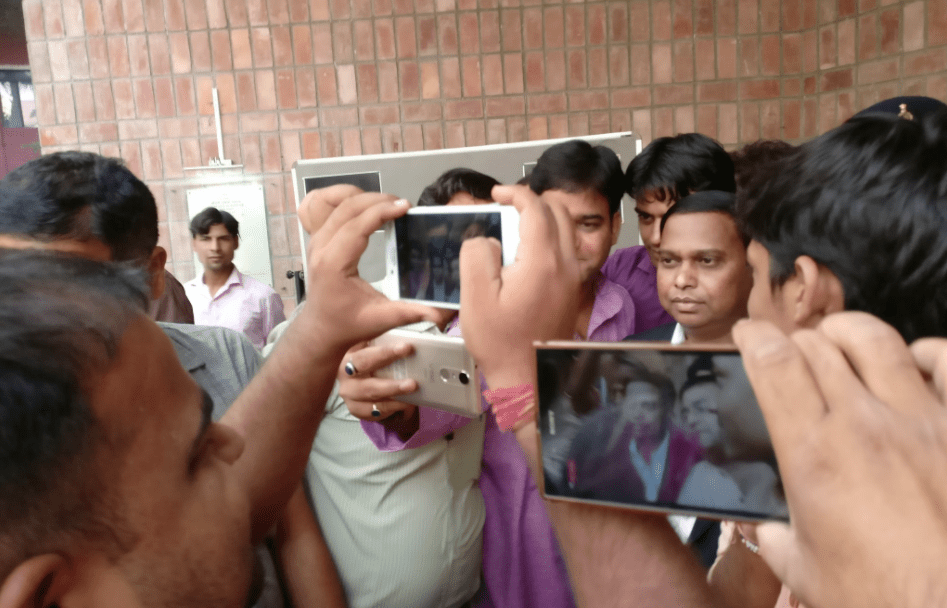 People taking photos with S.R.P. Kalluri at IIMC. Credit: Shreya Roy Chowdhury/Twitter