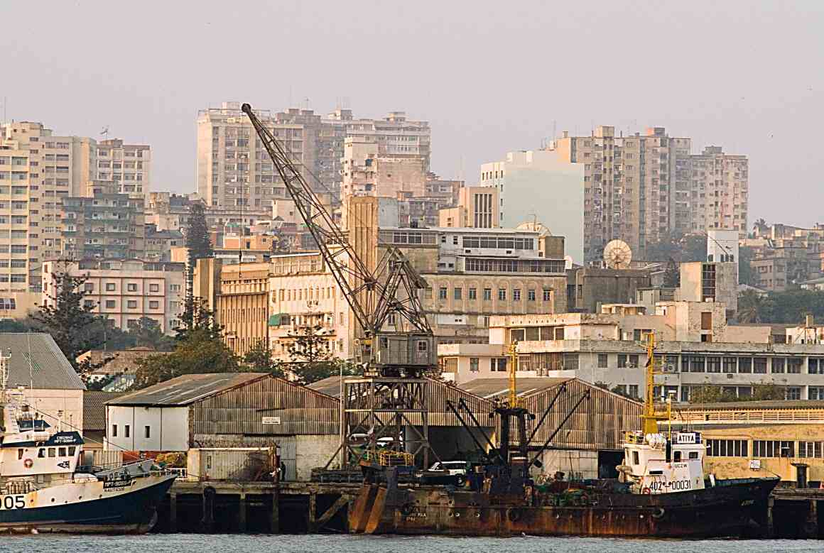 Five years ago, India extended a $250-million line of credit to Mozambique to develop the electricity supply in Maputo. But after hearing reports of corruption, the Indian government has asked the Mozambique government to dismiss the current contractor and float a new tender. Credit: Wikimedia Commons