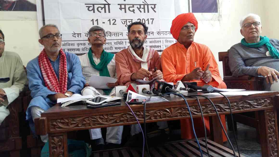 Civil society representatives at a press conference in Delhi on the situation in Mandsaur. Courtesy: Swaraj Abhiyan