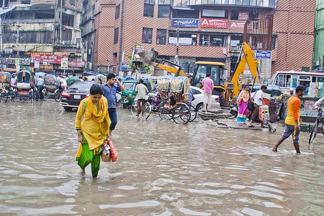 Even a moderate rainfall inundates the Bangladeshi capital Dhaka, creating severe water-logging. Credit: Rafiqul Islam/IPS